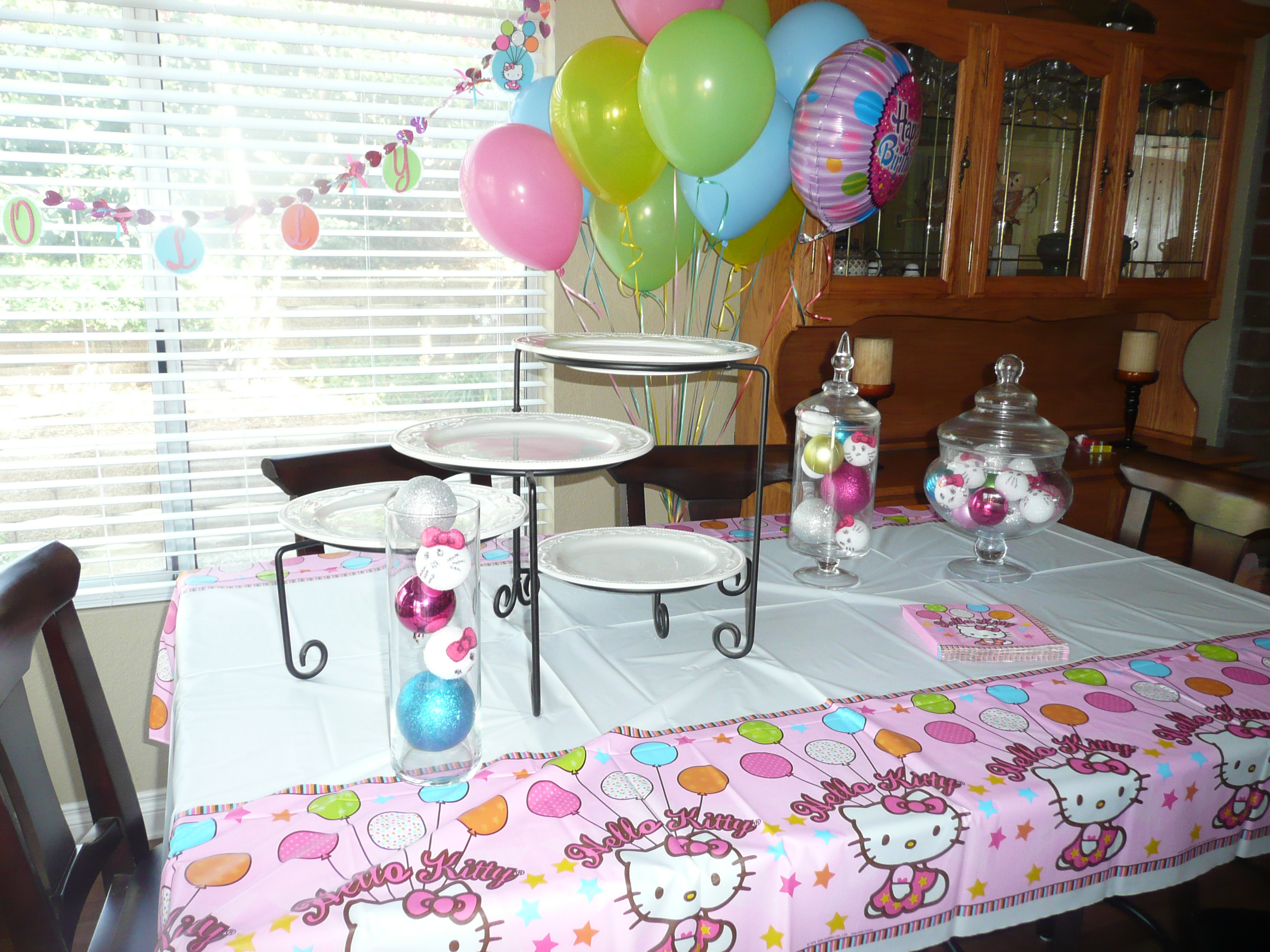 Tablescape ideas for hello kitty or little girl birthday for At home picture ideas